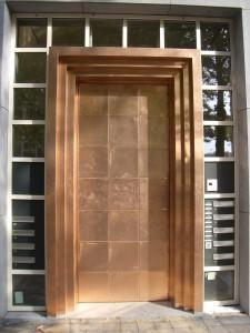 bronzen deur appartementencomplex Amsterdam